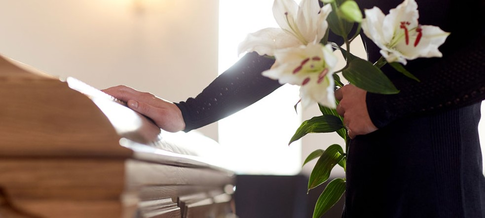 How much does a basic funeral cost in the UK?