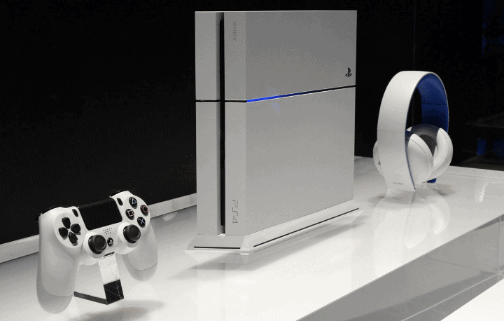 Apple Inc  (AAPL) iPhone 7 vs Sony ps4 Neo: The War of