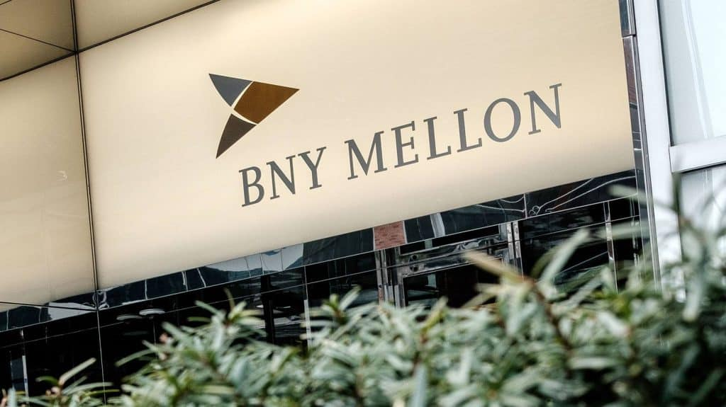 Piers Murray Bids Adieu to BNY Mellon amidst Tense Employee Environment