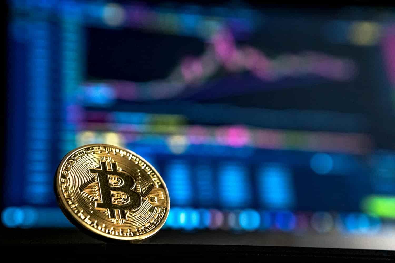 Bitcoin Falls Under $k...