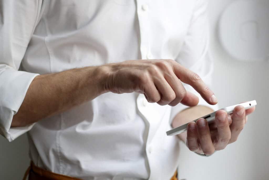 Mobile wallets-LearnBonds.com