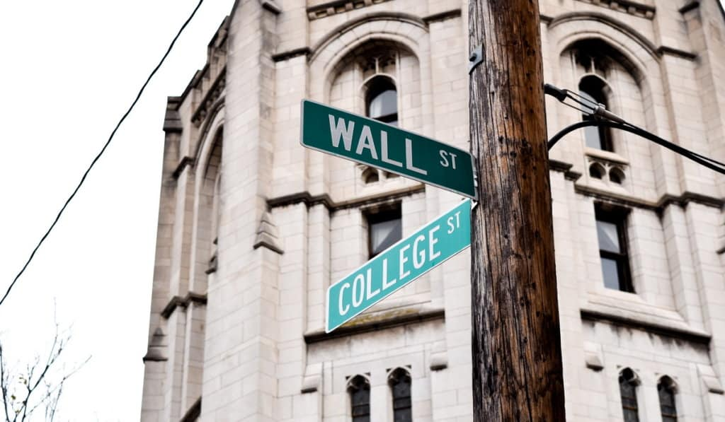 Wealthiest colleges in the United States-LearnBonds.com
