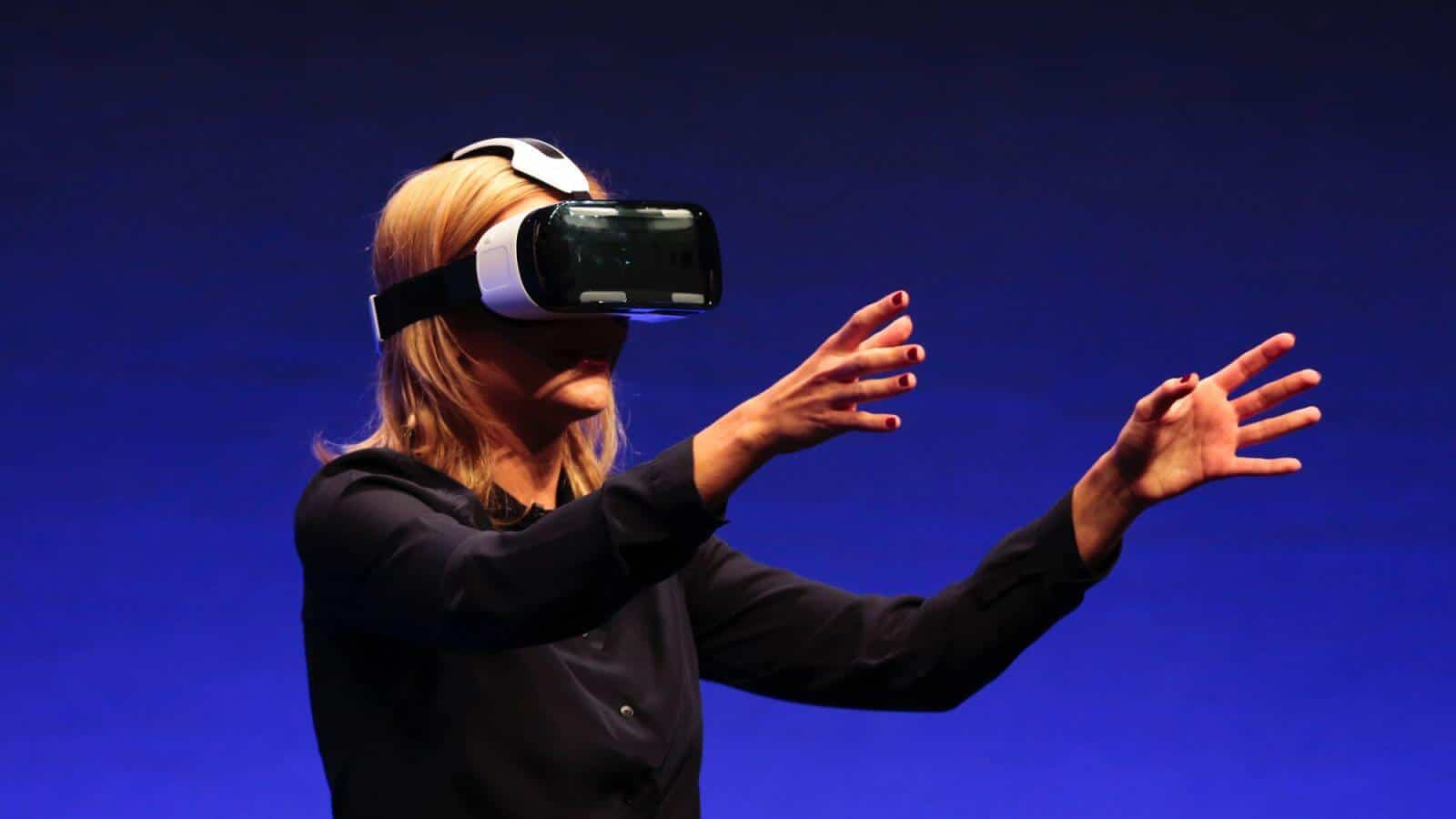 Apple Inc (AAPL) Virtual Reality