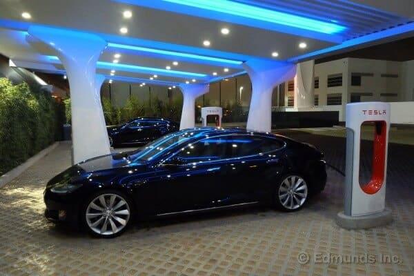 Tesla Motors Inc (NASDAQ:TSLA) Model S Parks itself