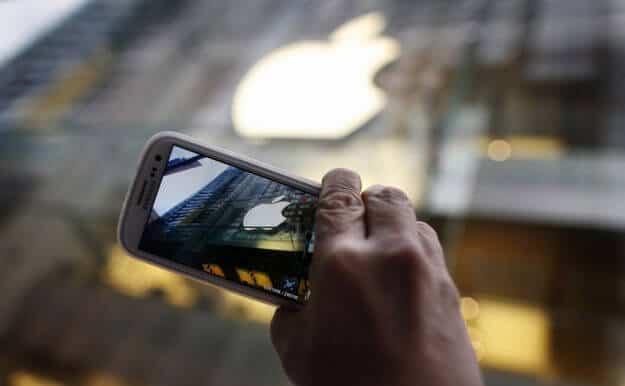 Samsung vs Apple (AAPL)