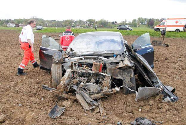 tesla-model-s-accident-germany-2
