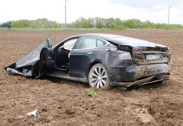tesla-model-s-accident-germany-7